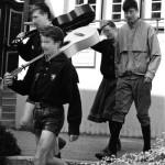 """Zwei """"Fahrende Gesellen"""" in Bundeskluft beim braunen Kulturtreffen 1988"""